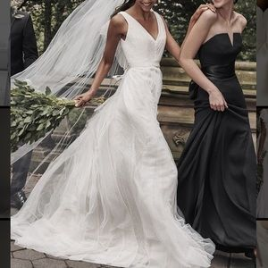 Gorgeous never worn Vera Wang White Wedding Dress.